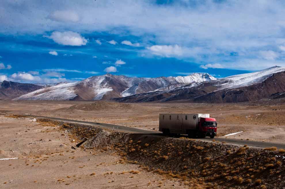 Chińskkie ciężarówki naPamir Highway