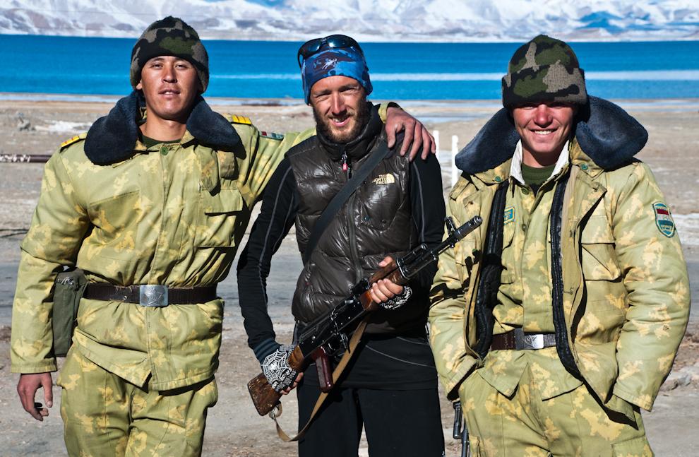 Tadżyccy żołnierze naposterunku.