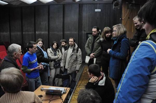Andrzej Budnik odpowiada napytania poprelekcji oHimalajach
