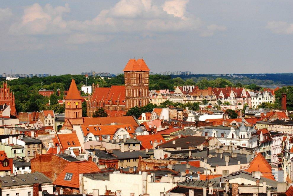 Widok z wieży ratuszowej na kościół św. Jakuba