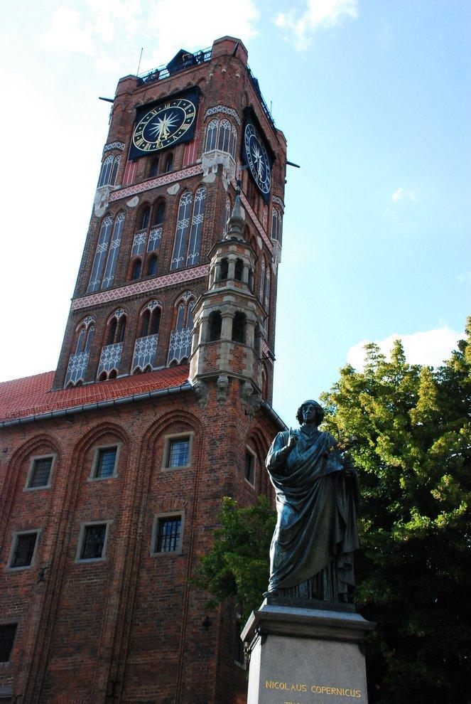 Mikołaj Kopernik podWieżą Ratuszową