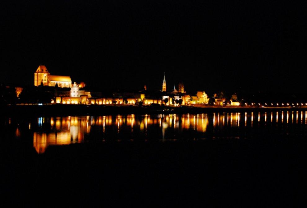 Nocna panorama Torunia