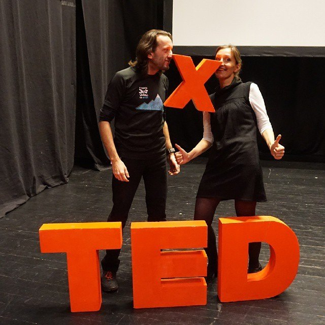 Kolejne marzenie spełnione. Wczoraj wystąpiliśmy na #TEDxLublin gdzie zmierzyliśmy się z najczęściej nam zadawanym pytaniem - Skąd brać kase na podróż? Masa emocji i spory stres przeplatające się z radością i w pewien sposób podsumowanie tego naszego włóczęgostwa modniej nazywanego stylem życia.  To, co nas najbardziej zaskoczyło już w kuluarach to ogromna otwartość, pozytywna energia i uśmiechy od osób, które później podchodziły i dopytywały: