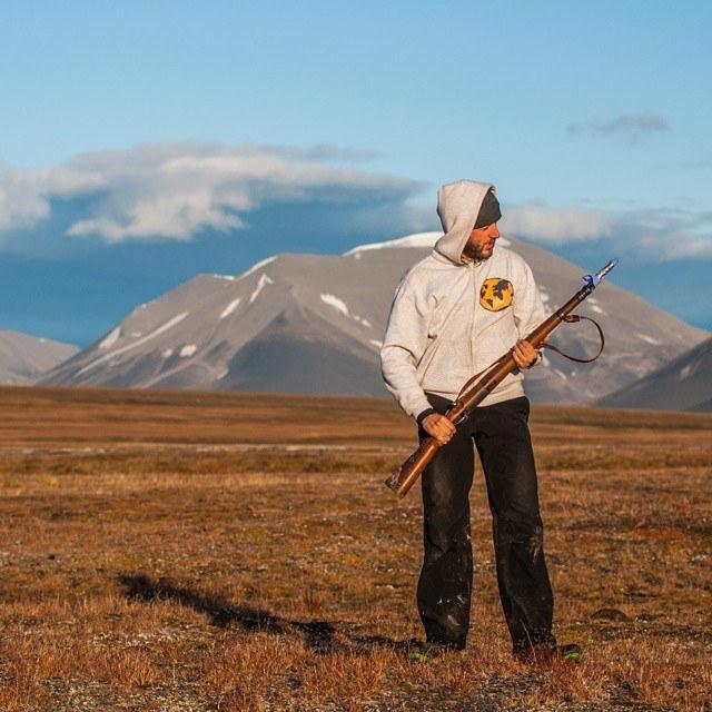 Czy ktoś mi powie po co ten kondon na lufie? ;-) #Arktyka #Spitsbergen #Svalbard #travel #Arctic #gun