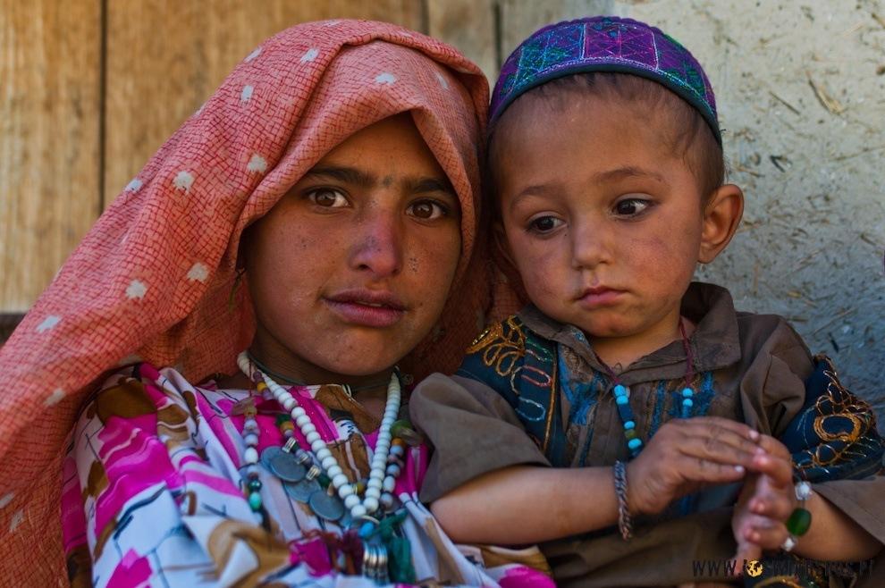Afgańskie dzieci najszybciej łapały mowę ciała igestów