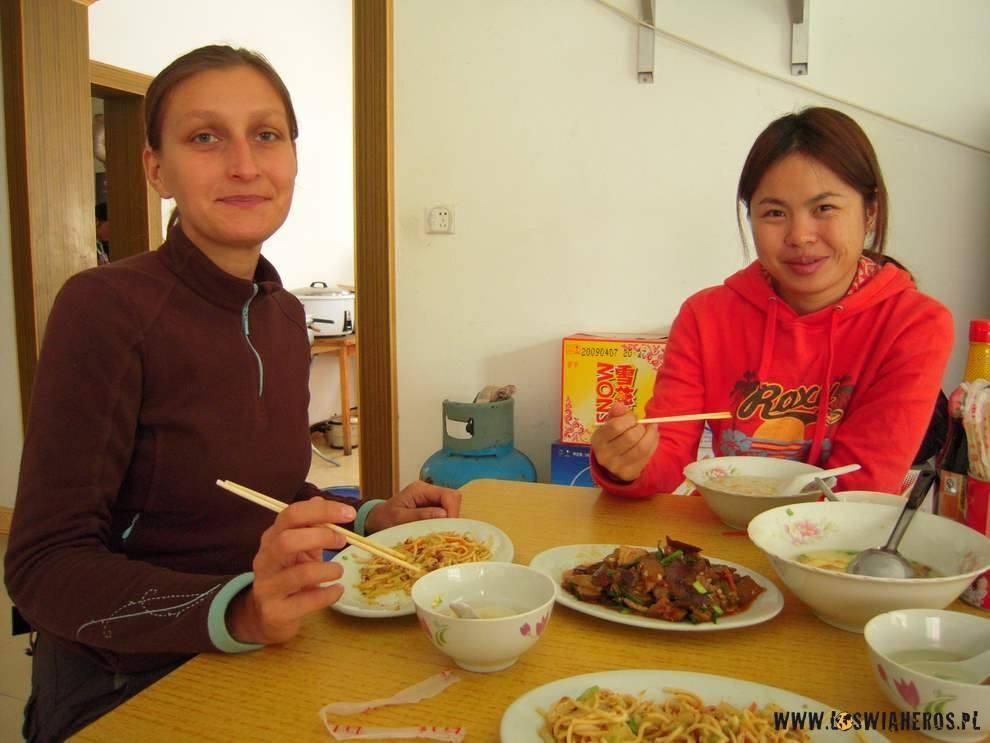 Alicja zSusan wchińskiej knajpie.