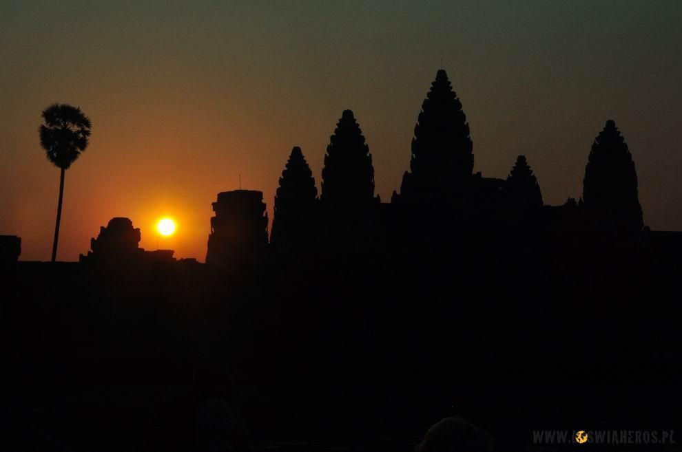 Wschód słońca nadAngkor Wat.