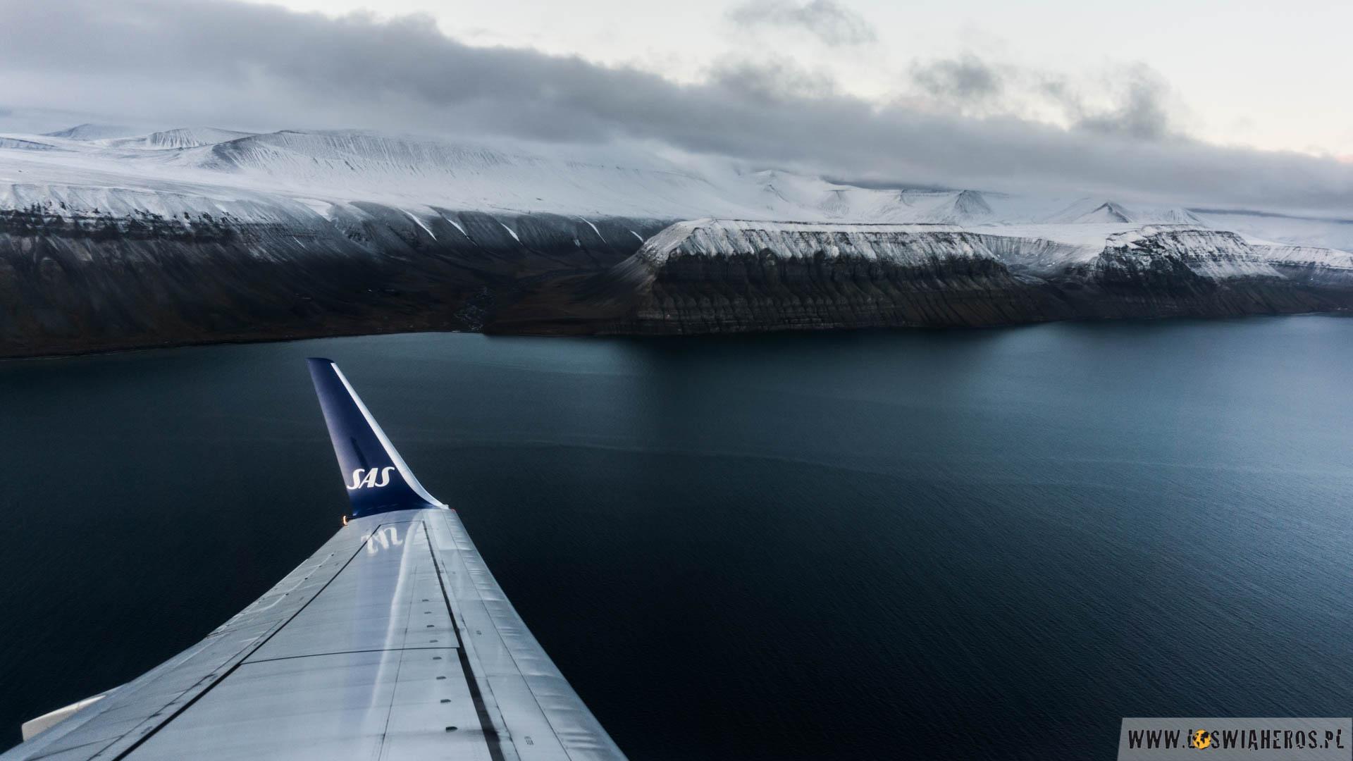 Wylatując, na Spitsbergenie nastała już zima. Było poniżej zera, padał śnieg. Tydzień później, cała wyspa była pokryta śniegiem. Lato, jesień i zima przenikały się dosłownie przez dwa tygodnie. Nigdy wcześniej czegoś takiego nie widzieliśmy. Dla nas to zdecydowanie magiczne miejsce.