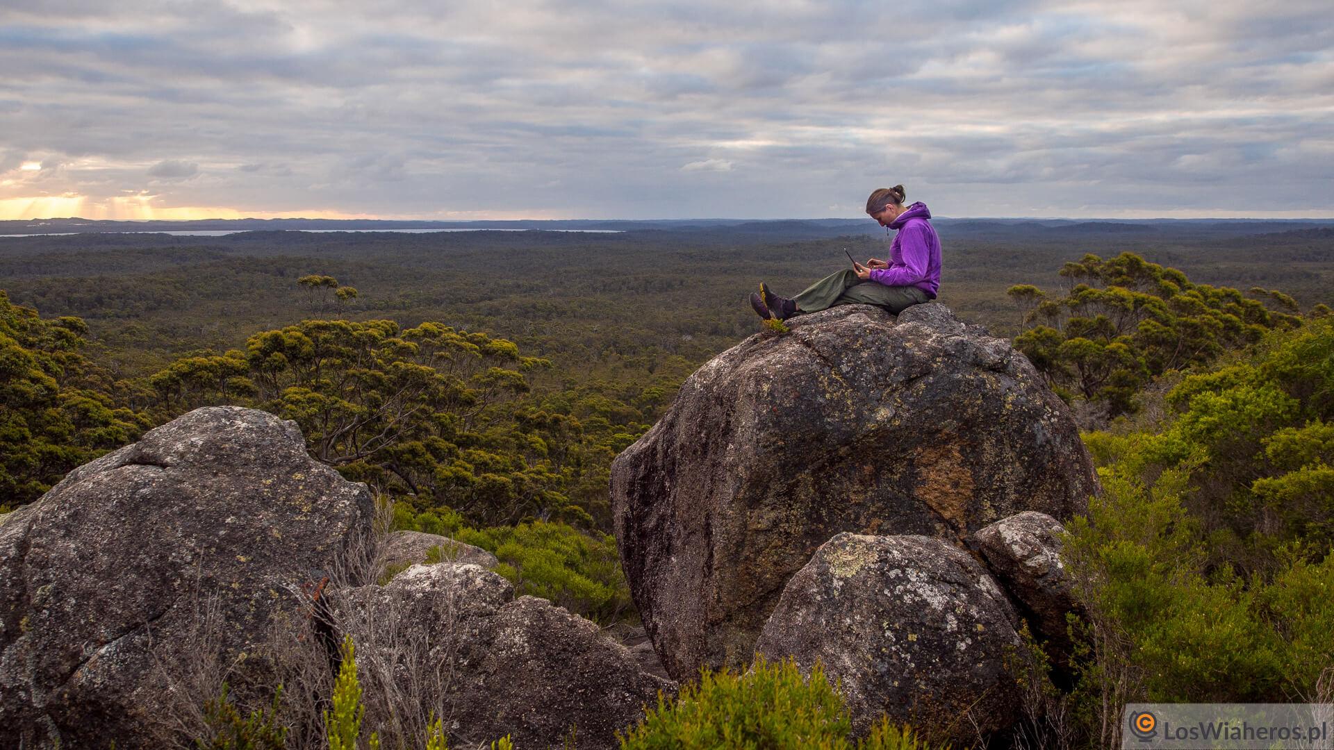 Praca wre na szczycie Mont Pingerup (Australia Zachodnia).