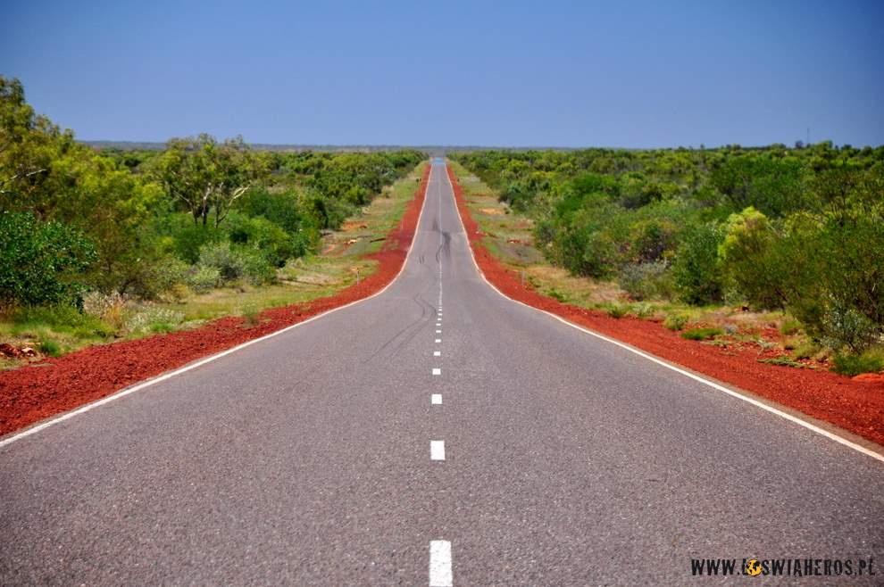 Długie proste odcinki drogi w Australii.
