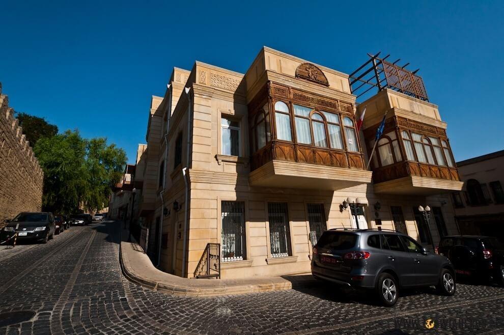 Budynek polskiej ambasady w Baku.