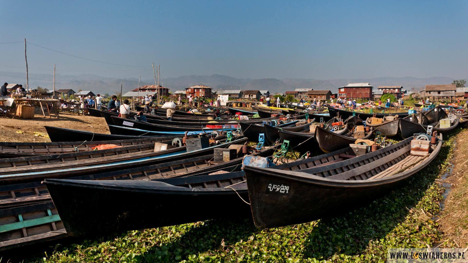 Parkowanie łodzi tonielada sztuka - Inle Lake, Birma.