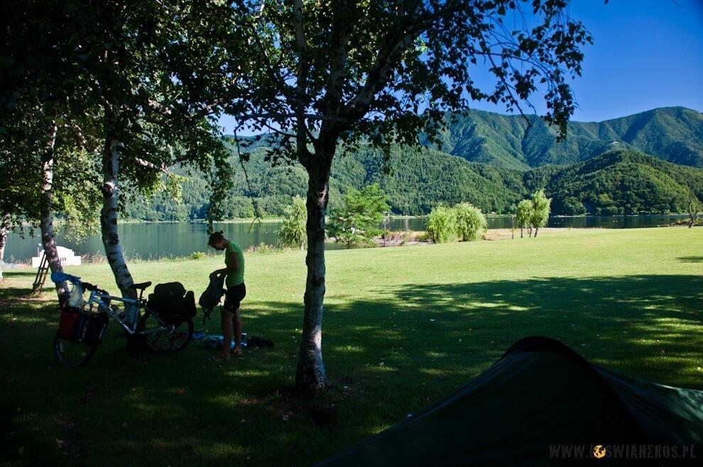 Gdzie można rozbić namiot? Nadjeziorem, wparku, przy drodze...