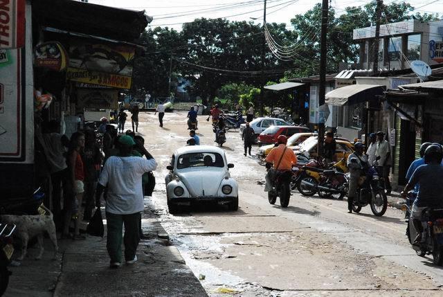 Leticia - kolumbijskie miasteczko nagranicy zBrazylią.