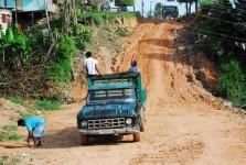 Kolumbijczycy na starym pick'upie.