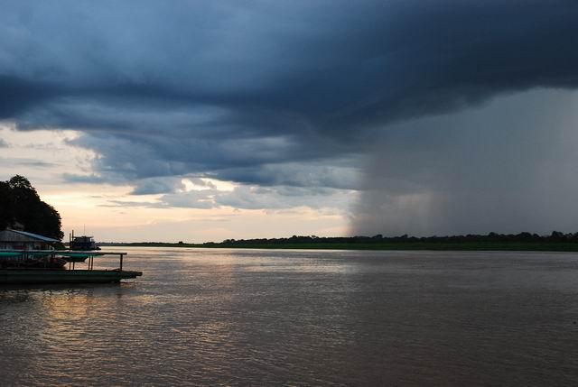 Oberwanie chmury nadAmazonką.