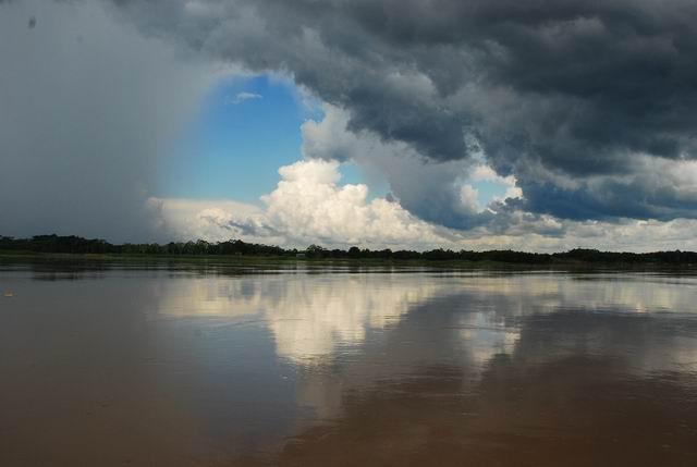 Amazonka - tutaj spotykają się granice Peru, Kolumbii iBrazylii.