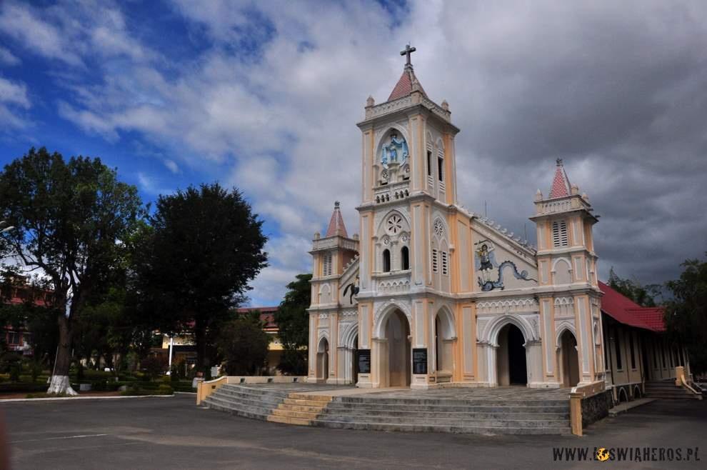 Chrześcijański kościół wKon Tum, Wietnam
