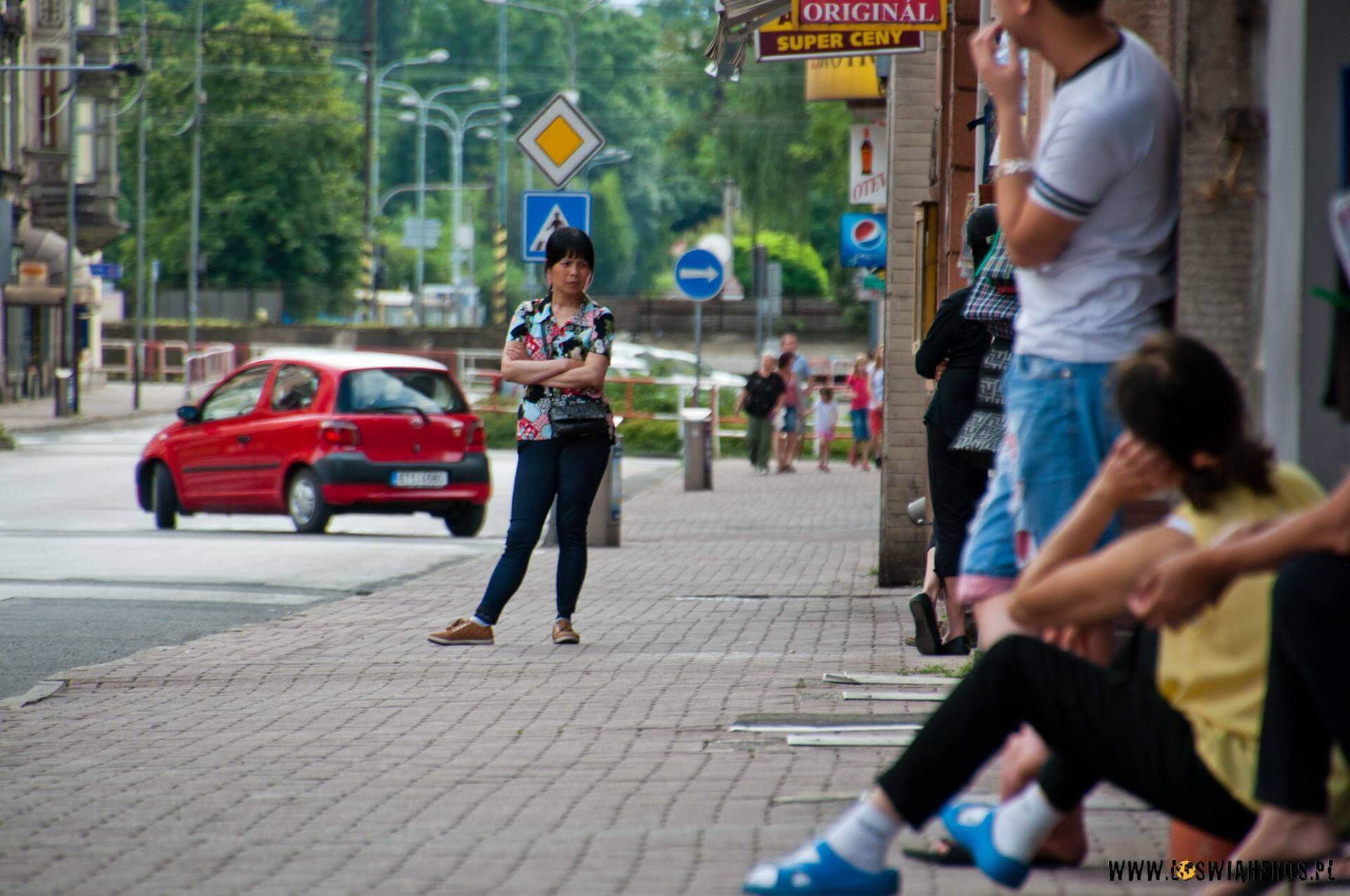 Idąc ulicami czeskiego Cieszyna ma się wrażenie, żejest się wAzji, gdyżwiększość sklepów prowadzą Wietnamczycy. [f/6.3, 250mm]