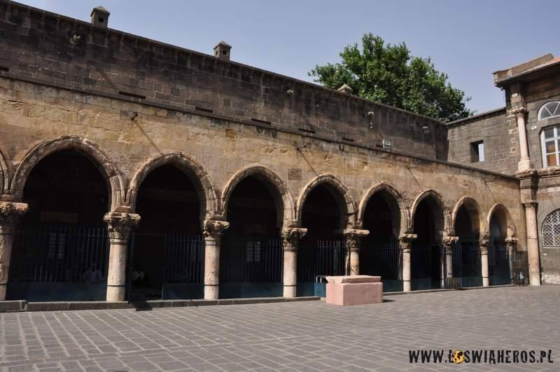 Podcienie meczetu w Diyarbakir