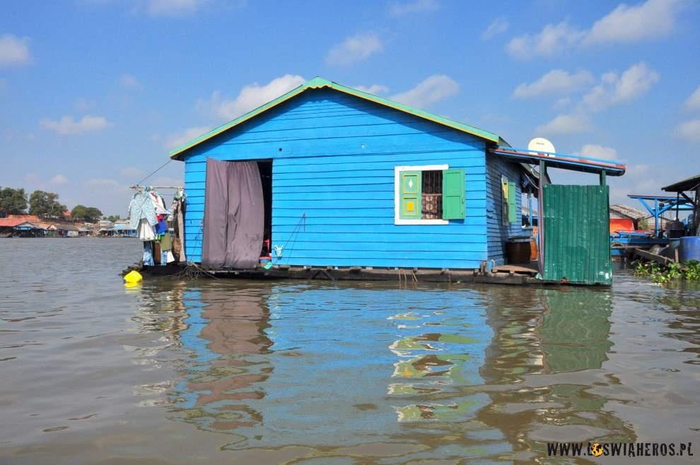 Widzimy pierwsze domy unoszące się nawodzie.