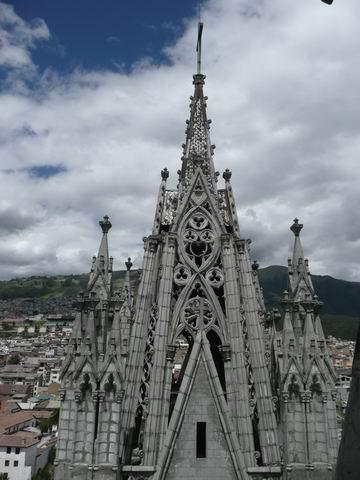 Widok zwieży katedry.