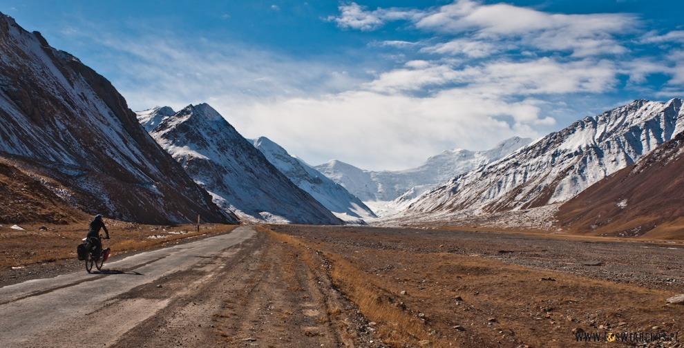 Stefa niczyja między  Kirgistanem aTadżykistanem.