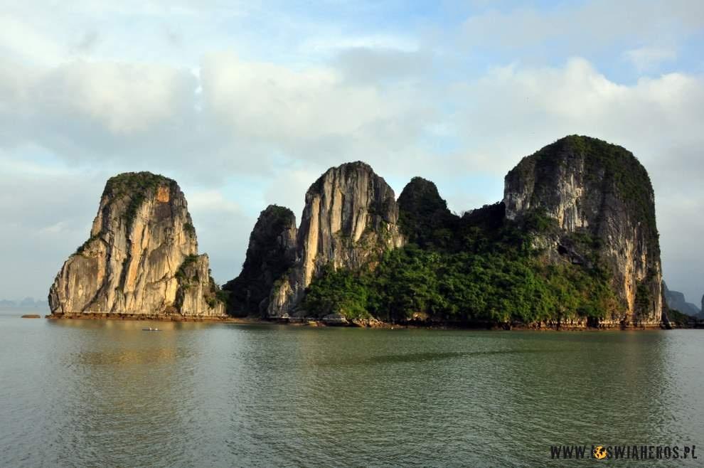 Zatoka Ha Long iskały zniej wystające.