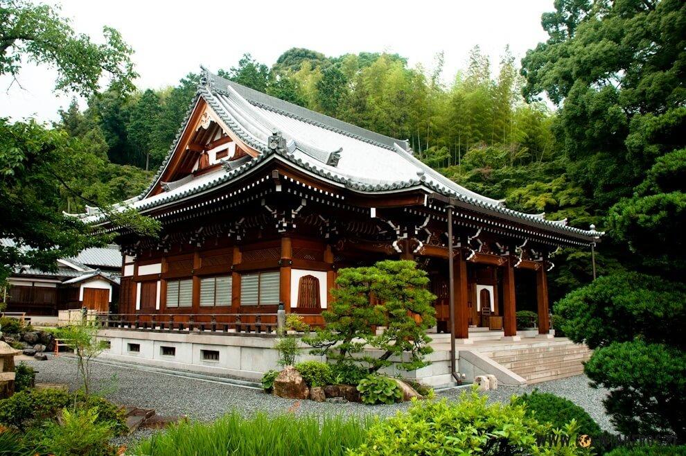 Świątynia buddyjska wwydaniu japońskim.