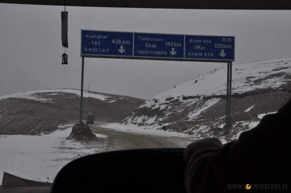 Przełęcz Kunjerab - granicą między Pakistanem a Chinami.