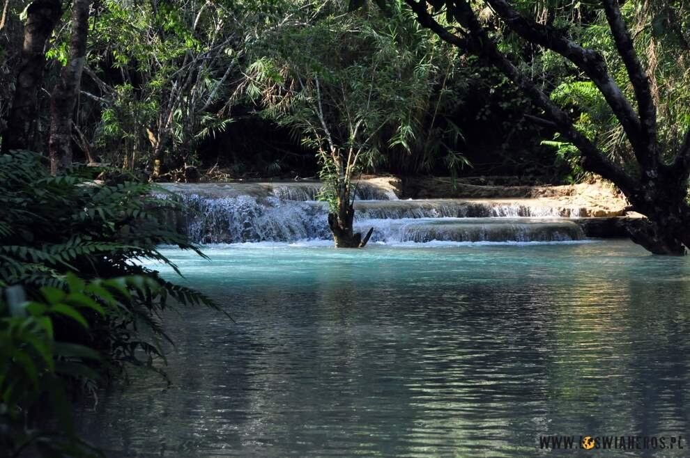 Kaskady przy wodospadzie Kuang Si