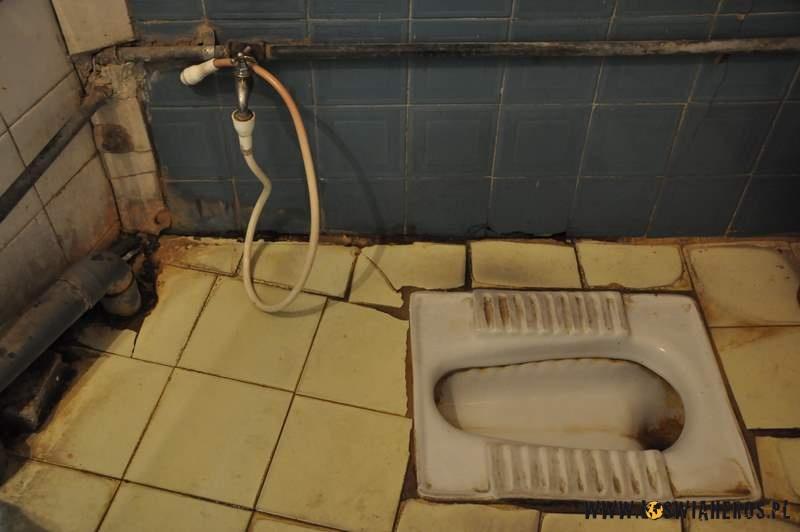 """Bliskowschodnia toaleta """"naMałysza""""."""