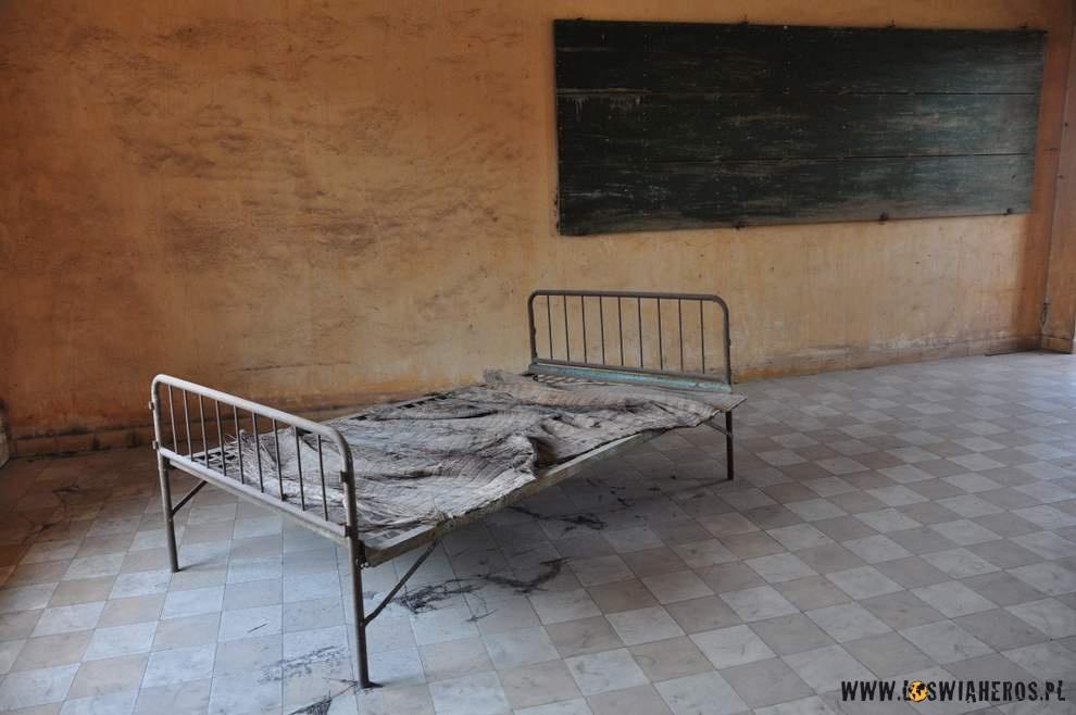 Klasy byłego liceum zamienione nacele więzienia S-21.