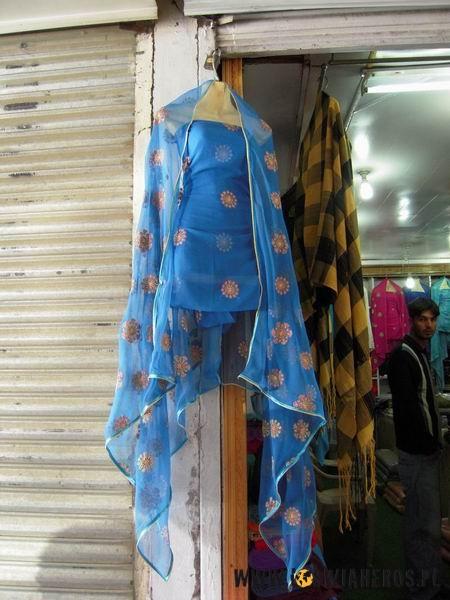 Szalwar kamis - tradycyjny pakistański strój - tu wersja dla kobiet