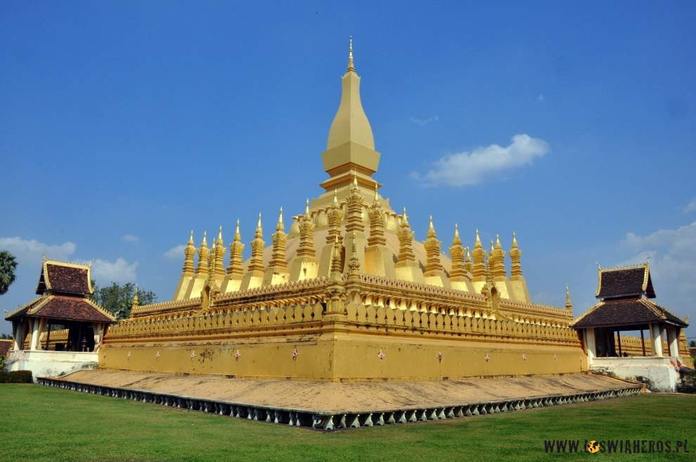 Kontrowersyjny Pha That Luang, Vientiane, Laos
