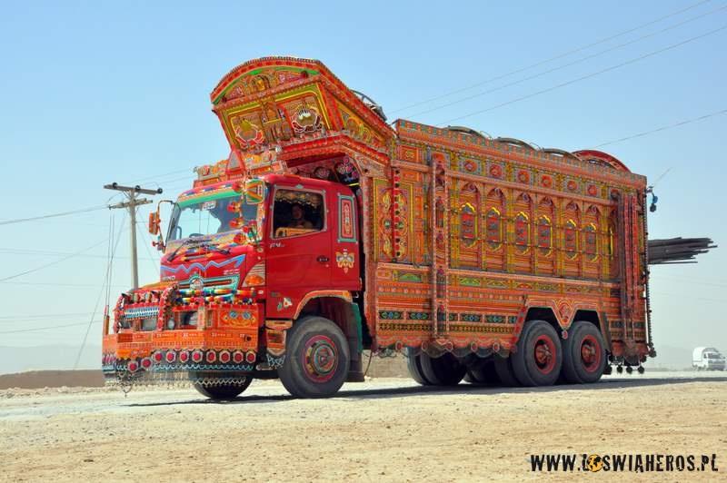 kosmiczne_ciezarowki_w_pakistanie_quetta2