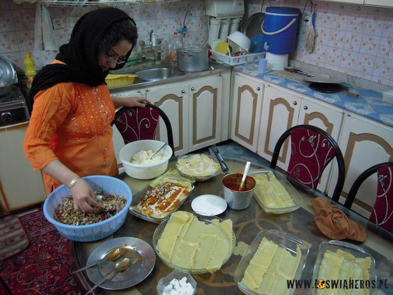 Irańska kuchnia - przygotowania dowieczornego posiłku.