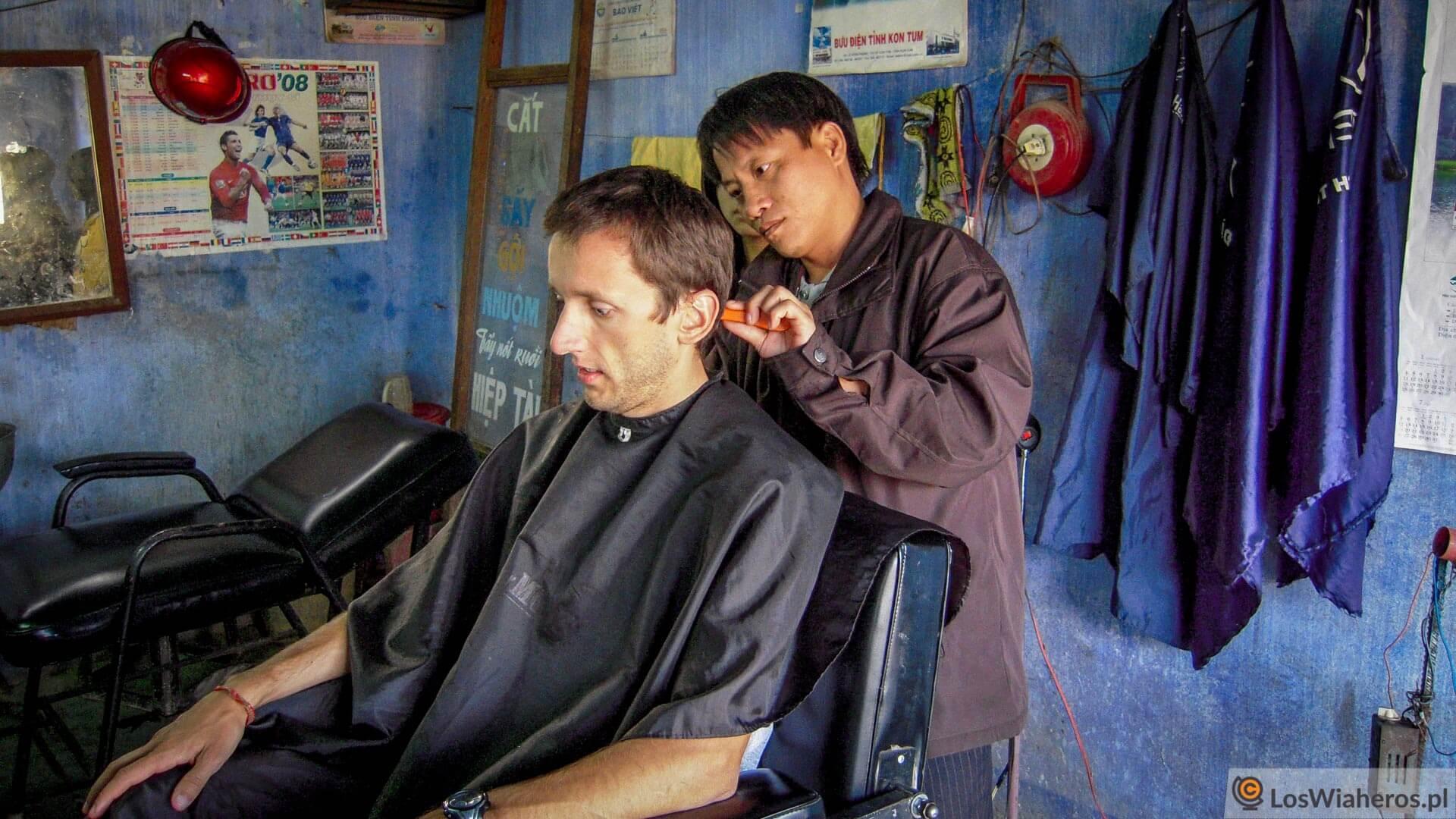 Prawie w każdym odwiedzanym kraju zaglądałem do fryzjera. Tym razem w Wietnamie - bez przygód i bez zakażenia HCV.