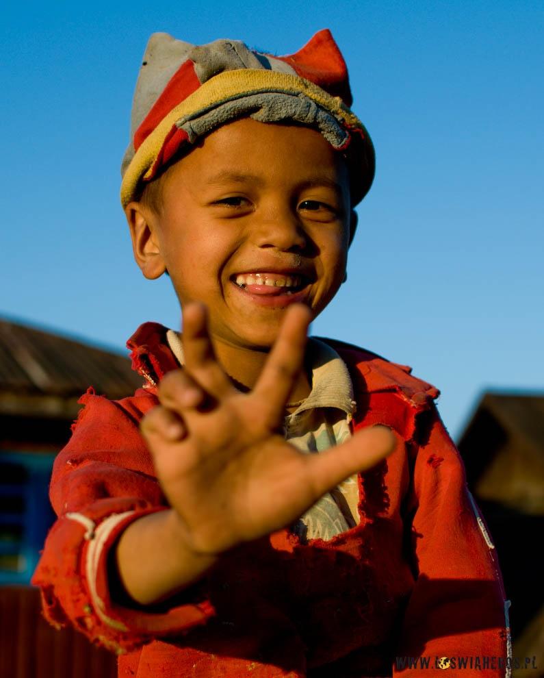 Usmiechniete dzieci to sztandarowy obraz wielu krajow Azji.