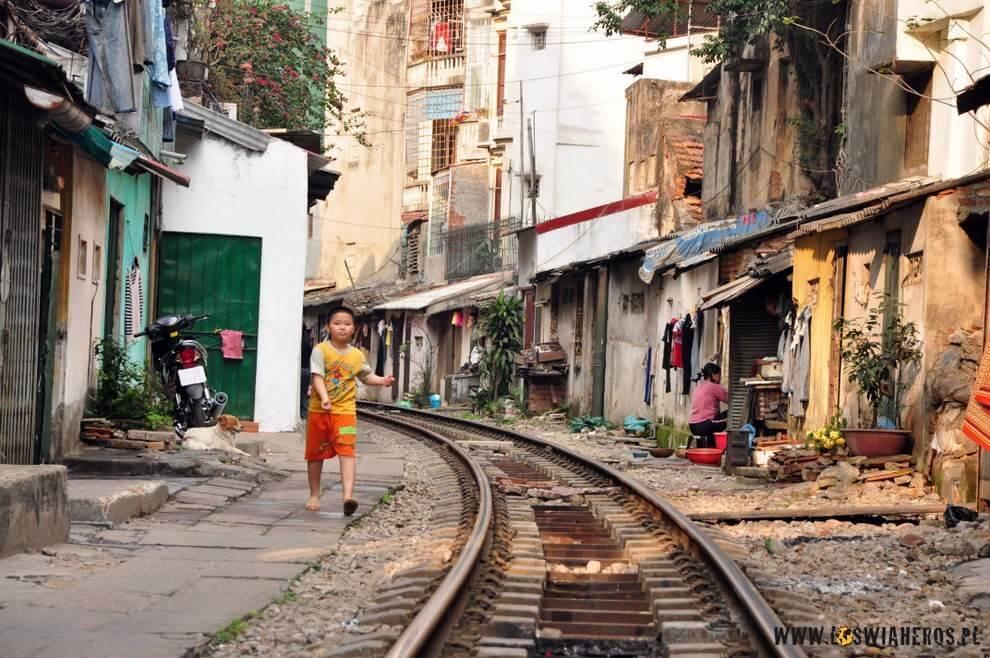 Mniej znane dzielnice Hanoi - totu szyje się markowe ciuchy sportowe.