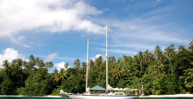 Jacht w Papui.