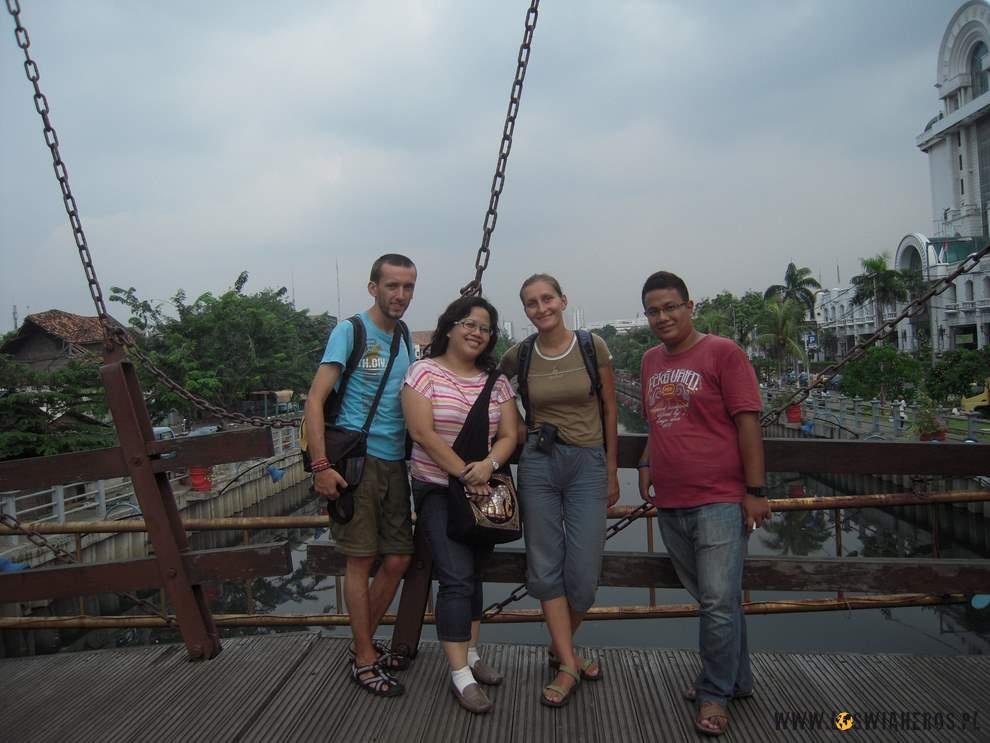Na zwodzonym moście wdawnej Batavii