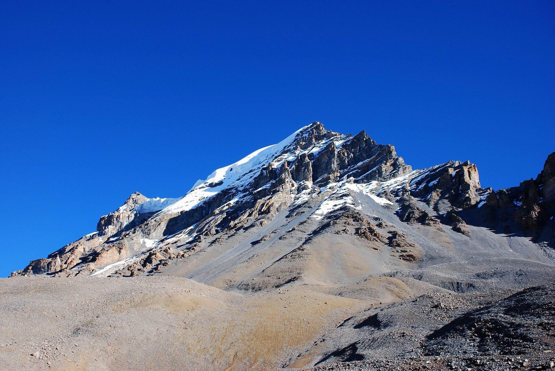 Piekne szczyty Himalajów wpaśmie Annapurny.