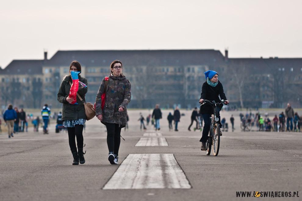 Na spacer lub na rower - wszyscy się pomieszczą na pasie startowym.