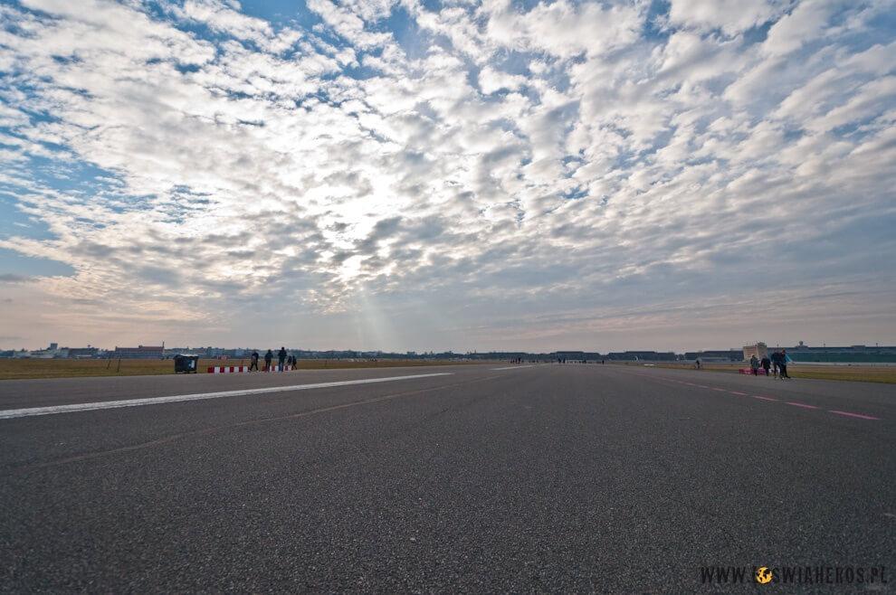 Niedzielne popołudnie na płycie lotniska Tempelhof w Berlinie