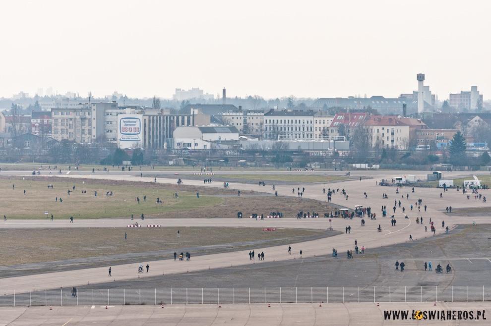 Płyta lotniska Tempelhof widziana z okna firmy IT.