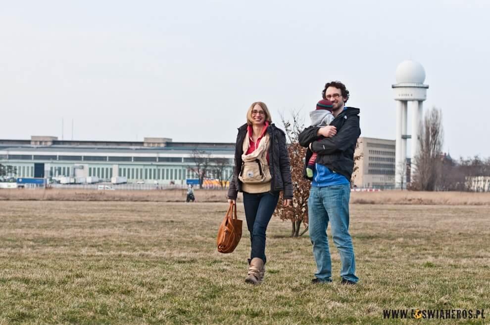 Rodzinka na spacerze - lotnisko Tempelhof