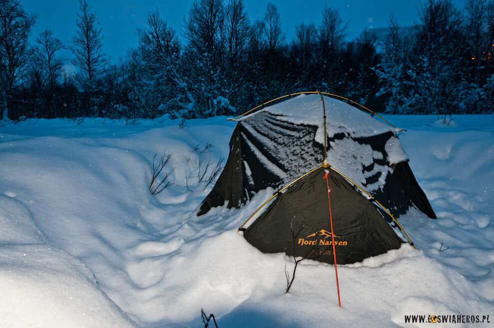 Fjord Nansen Tordis 2 przywalony śniegiem daje radę także w zimą.