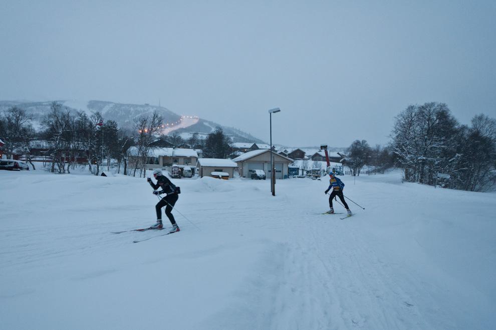 Cross country, czyli Norwegowie wbiegówkach dosklepu pobułki.