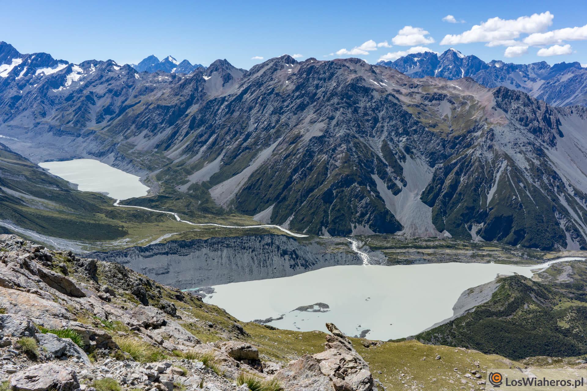 Widok na Hooker Lake i Alpine Village